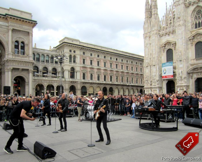 I Pooh in Piazza Duomo a Milano